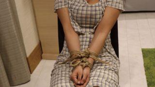 縛られお尻を叩かれながら「私を奴隷にしてください」と懇願していました。前編